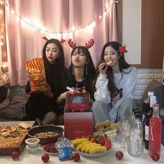 Y/n + y/n's bffs Mode Ulzzang, Ulzzang Korean Girl, Ulzzang Couple, Bff Pictures, Best Friend Pictures, Friends Korean, Ulzzang Girl Fashion, Foto Best Friend, Girl Friendship