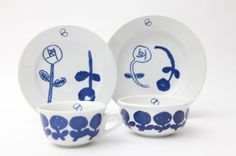 plates by minä perhonen Japanese Taste, Japanese Pottery, Kitchen Items, Illustrators, How To Draw Hands, Decorative Plates, Arts And Crafts, Objects, Blue And White