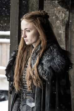 Sophie Turner, who portrayed Sansa Stark in Game of Thrones, admitted that she never washed her hair throughout the series. Cersei Lannister, Margaery Tyrell, Daenerys Targaryen, Khaleesi, Costumes Game Of Thrones, Arte Game Of Thrones, Game Of Thrones Facts, Game Of Thrones Funny, Game Of Thrones Sansa