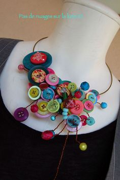 collier boutons. No instruction on this one but girls would love a smaller version. Necklace or headbands.