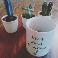 Puedes encontrar nuestro mug favorito y un montón de cosas chulas en nuestras tiendas.  Enlaces en nuestra bio.😘  .  .  #design #graphicdesign #diseño #diseñográfico #lettering #handlettering #typography #calligraphy #redbubble #society6 #homedecor #art #words #unicornio #unicorn