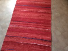 Diy Rugs, Recycled Fabric, Handmade Home, Woven Rug, Recycling, Weaving, Home Decor, Rug Weaves, Knit Rug