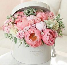 17 New Ideas For Flowers Boquette Gift Floral Arrangements Roses Happy Birthday Flowers Wishes, Birthday Wishes Cake, Happy Birthday Wishes Cards, Happy Birthday Pictures, Happy Birthday Quotes, Gift Bouquet, Floral Arrangements, Box Roses, Peonies