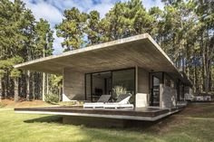 Completed by Besonias Almeida arquitectos. The Forest House is a modern concrete house which distributed in three volumes that would simplify the procedure Forest Cabin, Forest House, Concrete Houses, Concrete Wood, Prefab Cabins, Prefab Homes, Small Modern Home, Forest Design, Tiny House