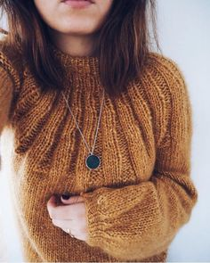 Knit Fashion, Cute Fashion, Casual Winter Outfits, Spring Outfits, Knitting Stitches, Knitting Patterns, Yarn Thread, Wool Sweaters, Autumn Winter Fashion
