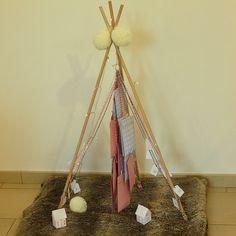 Un calendrier de l'avent tipi/sapin - Oui are makers Art And Craft, Idee Diy, Oui, Ladder Decor, Christmas, Blog, Home Decor, Diy Tutorial, Advent Calendar