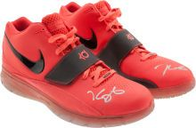 cheap for discount 39d20 6b453 2010 Kevin Durant Game Worn, Signed Shoes - Worn in his First All-Star