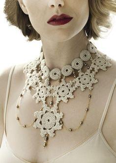 Hand-crochet lace necklace with gold chain & Swarovski pearls Love Crochet, Irish Crochet, Crochet Lace, Hand Crochet, Textile Jewelry, Jewelry Art, Bijoux Diy, Schmuck Design, Crochet Accessories