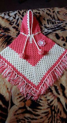 baby poncho 35 Ideas For Crochet Poncho Girls Yarns Cardigan Au Crochet, Pull Crochet, Crochet Baby Cardigan, Crochet Poncho Patterns, Crochet Girls, Crochet Baby Clothes, Crochet For Kids, Crochet Stitches, Crochet Shawl