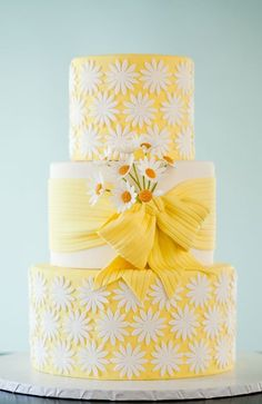 Daisy wedding cake, LOVE!