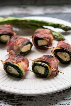 Ein Rezept für gegrillte Bacon-Zucchini-Feta Röllchen. Mit knusprigem Bacon und weichem Zucchini und Feta. Perfekt als Grillbeilage.
