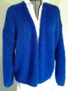 mijn versie van de Bernadette in mohair/zijde in koningsblauw . Prachtig !!www.handknitria.be