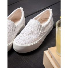 Tennis slip-on unies en tissu - Chaussures - Bershka France (€30) via Polyvore featuring accessories and bershka Fab Shoes, Pretty Shoes, Dream Shoes, Beautiful Shoes, Cute Shoes, Me Too Shoes, Shoe Boots, Shoes Sandals, Shoes Sneakers