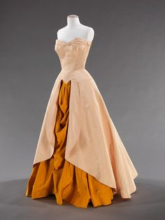 Charles James, Vestidos Vintage, Vintage Gowns, Vintage Outfits, Vintage Clothing, Beautiful Gowns, Beautiful Outfits, 1940s Fashion, Vintage Fashion