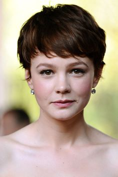 From retro waves to the perfect pixie cut, track Carey Mulligan's hair history