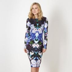 Stunning deep floral bodycon dress from the exclusive Kardashian Kollection @ Lipsy. Stunning floral printed, sculpted short bodycon dress with a deep scoop reverse neckline.RRP £58.00 Features:  Floral bodycon from Kardashian Collection @ Lipsy Long sleeve Deep purple & blue floral print Round neckline to front Deep scoop neckline to reverse Stretch bodycon material  Sizes: Available in UK sizes 6, 8, 10, 12, 14, 16 & 18   Care & Composition Polyester, Elastane Machine wash i...
