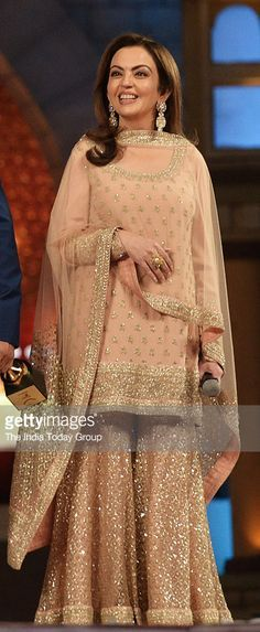 New Sabyasachi Bridal Lehenga Crop Tops Ideas Sharara Designs, Indian Attire, Indian Wear, Pakistani Outfits, Indian Outfits, Look Short, Party Kleidung, Desi Clothes, Pakistani Bridal