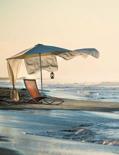 Uuff The Ocean, Parasols, Umbrellas, I Love The Beach, Nice Beach, Pretty Beach, Belle Photo, Beautiful Beaches, Seaside