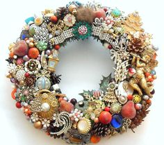 Vintage Jewelry | ... Holiday Wreath Loaded with Vintage Jewelry, Rhinestones, Buttons