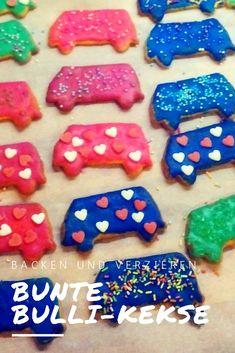 Kekse sind in Bulli-Form einfach noch viel besser.  Diese hier sind kunterbunt verziert  und aus Mürbeteig.  Das Rezept ist einfach und das Dekorieren macht richtig Spaß. Diy Weihnachten, Amazing Cars, Vw Bus, Sugar, Cookies, Desserts, German, Inspiration, Christmas Eve