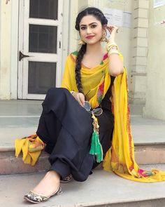 🖤🖤 Kurta Designs, Patiala Suit Designs, Kurti Designs Party Wear, Punjabi Girls, Punjabi Dress, Punjabi Suits, Punjabi Fashion, Indian Fashion, Women's Fashion