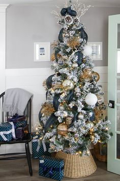 In this post I'm going to add to your Christmas decorating bag of tricks by showing you how to add vertical ribbon to a Christmas tree for a unique look! Christmas Living Rooms, Christmas Kitchen, Christmas Home, Christmas Holidays, Christmas 2019, White Christmas, Merry Christmas, Ribbon On Christmas Tree, Christmas Tree Decorations
