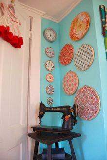 What a great idea!  Use embroidery hoops to showcase your favorite fabrics!