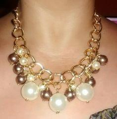 Collar de perlas y cadena dorada
