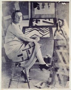 Sonia Delaunay (1885 - 1979) en su estudio / at work. Discover a selection of his available artworks for sale at www.modum-art.com