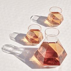 Impress your guests when you serve drinks. These mouth-blown geometric whisky glasses & carafe by PUIK Design are a tabletop showpiece. Crystal Glass Set, Rare Crystal, Crystal Decanter, Faceted Crystal, Water Into Wine, Diamond Shapes, Home Gifts, Whisky, Home Accessories