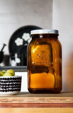 Riihimäen ruskea lasipurkki kirppikseltä. Brown old glass jar. Decoration, Home Deco, Retro Fashion, Monochrome, Mid-century Modern, Mason Jars, Old Things, Mid Century, Perfume