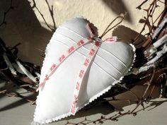 Großes Shabby Herz mit Monogramm! von White Roses auf DaWanda.com - VERKAUFT -