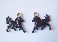 black horse pair of charms rodeo pendants by LaSoffittaDiSte