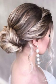 2020 Bridal Hair Trends and Trendy Bridal Hair - FullHairstyle Two Buns Hairstyle, Ribbon Hairstyle, Messy Bun Hairstyles, Short Hair Updo, Short Wedding Hair, Latest Hairstyles, Wedding Hairstyles, Cool Hairstyles, Short Hair Styles