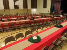 Christmas Banquet Decorations, Christmas Party Centerpieces, Christmas Party Table, Office Christmas Party, Christmas On A Budget, Xmas Party, Rustic Christmas, Christmas Mantles, Christmas Program