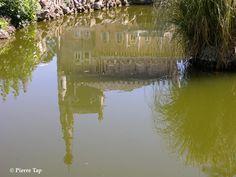 Bussaco Le château (Palace Hôtel depuis 1907. Face au château, il y a un plan d'eau sur lequel nage le cygne.. cela permet d'avoir quelques reflets !!