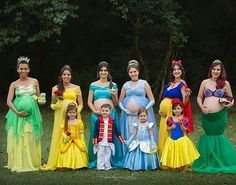 """720 curtidas, 13 comentários - Por Bia Fagundes (@catalogodefestas) no Instagram: """"Amei esse ensaio com as Mamães gestantes vestidas de princesa! Foto: @penelopeandeline .…"""""""