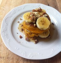 A great South African treat are 'pampoenkoekies'! Traditionally eaten with a savoury meal, we prefer these fritters smothered in raw honey with chopped pecans and sliced bananas as a dessert, teati. Pumpkin Fritters, Healthy Snacks, Healthy Recipes, Food Intolerance, South African Recipes, Paleo Dessert, Dairy Free, Gluten Free, Sin Gluten