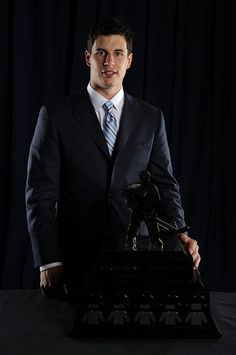 Sidney Crosby with Messier Award