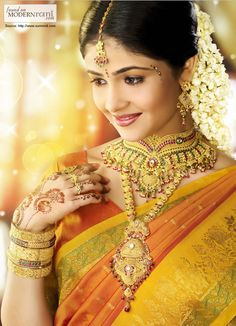 Beautiful South Indian Bride in Red and Green Silk Saree and Gold Jewelry South Indian Bridal Jewellery, Indian Bridal Sarees, South Indian Weddings, Bridal Jewelry, Gold Jewelry, Dainty Jewelry, Pagoda Jewelry, Hindu Weddings, Bee Jewelry