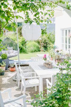 Weekend flowers and inspirations for the garden - terracesbest. Garden Deco, Balcony Garden, Backyard Projects, Garden Projects, Outdoor Dining, Outdoor Decor, Diy On A Budget, Garden Inspiration, Backyard Landscaping