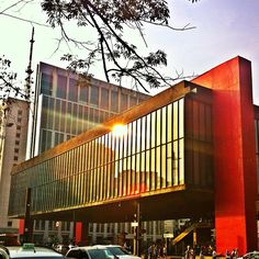 This city landmark, and symbol of modern Brazilian architecture, is home to the São Paulo Museum of Art.