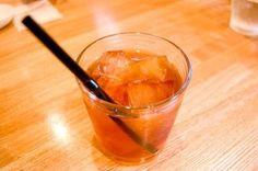 【nanapi】 夏限定のおいしい紅茶をどうぞ!これはわたしが知り合いのイギリス人女性に聞いたレシピで、ほんとうにお金も手間も光熱費もかからない上、大変おいしい紅茶を飲むことができます。ぜひお試しください。用意するもの透明ガラスのティーポットまたはピッチャーなど茶葉(なんでも良い、好みのも...