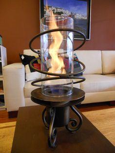 Chimenea con llama protegida y efecto remolino. Calienta un espacio de hasta 40 m2 athosmuebles.com