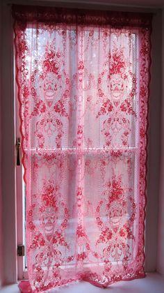 roze kanten gordijntje