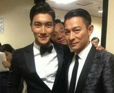 Jackie Chan photobombs Siwon and Andy Lau!