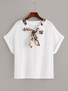So cute white t-shirt with a minimal details of a scarf chain print Chain Print Tie Neck Tee Mode Chic, Mode Style, Girls Fashion Clothes, Fashion Outfits, Clothes For Women, Cute Casual Outfits, Pretty Outfits, Trendy Fashion, Fashion News