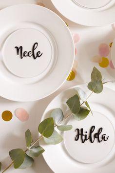 Die etwas anderen Namensschilder aus Plexi-Glas für das nächste Dinner.