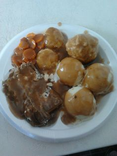 Hot Roast Beef Dinner (Mashed Potato, Roast Beef, Turnip, Carrots, Bakes Pudding, Gravy and Dressing)