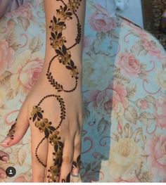Here you going gets such amazing design of latest henna design Finger Mehendi Designs, Khafif Mehndi Design, Stylish Mehndi Designs, Mehndi Design Pictures, Beautiful Henna Designs, Best Mehndi Designs, Arabic Mehndi Designs, Mehndi Designs For Hands, Mehndi Images